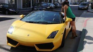 Dla niej nie ma różnicy czy pojedzie z młodym czy starym… liczy się Lamborghini!