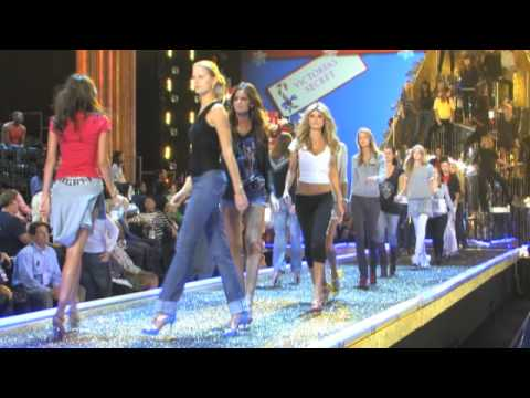 Victoria's Secret Fashion Show 2009 - Creating the Set