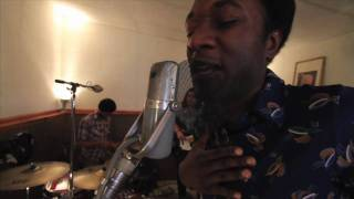 Aloe Blacc - I Need a Dollar (Live in Studio) - YouTube
