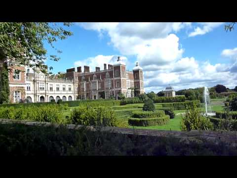 hertfordshire - Hatfield House, Hertfordshire, England. A video of the house and grounds. used in many movies and TV shows. For more visit my blog http://www.tipsfortravelle...