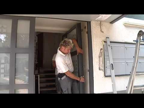 Lieber.gleich.richtig - Montage Haustüre mit Überschubvordach und Briefkastenanlage