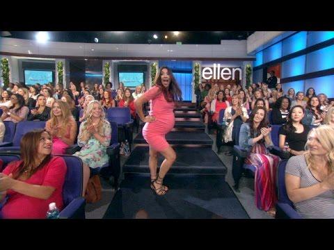 أم حامل ترقص في برنامج إلين ديجينريس احتفالا بعيد الأم