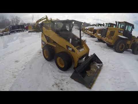 CATERPILLAR SKID STEER LOADERS 242B3 equipment video lFlcroaRkjE