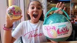 Video LOL Pearl Surprise  Confetti Pop Toy Hunt In NYC MP3, 3GP, MP4, WEBM, AVI, FLV Maret 2018