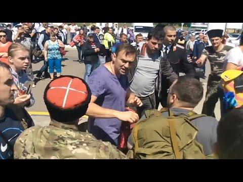 Ρωσία: Κοζάκοι επιτέθηκαν στον Αλεξέι Ναβάλνι
