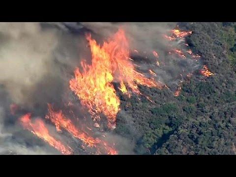 Καλιφόρνια: Ανεξέλεγκτη η μεγάλη πυρκαγιά – Εκκενώνονται χιλιάδες σπίτια