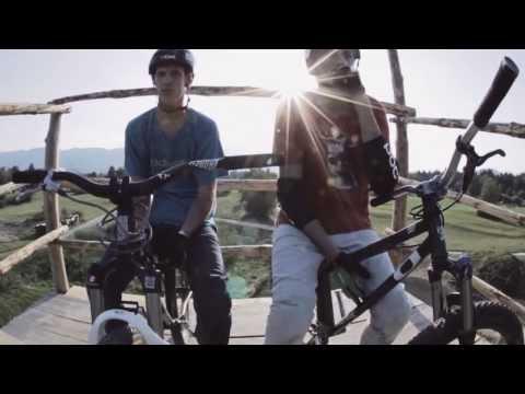 Speck of Sand - BMX Dirt Jump Contest (видео)