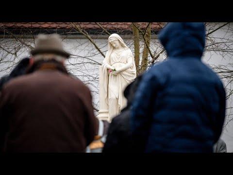 Erscheinung bleibt aus: Maria lässt sich nicht blic ...