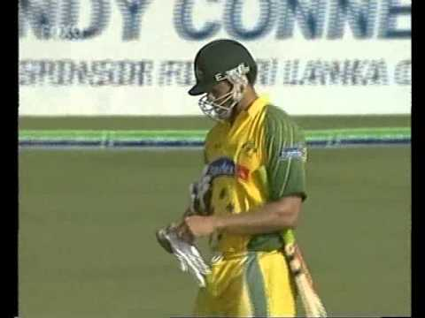 Symonds recalled to the wicket by Atapattu after horrible LBW decision