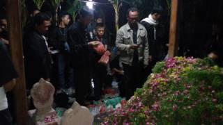 Video Malam Suro, Ribuan Pendekar Ziarah ke Makam 3 Sesepuh di Kota Madiun MP3, 3GP, MP4, WEBM, AVI, FLV Oktober 2017