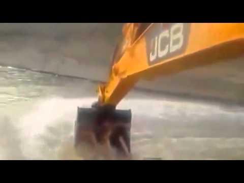 İş Makinasıyla Su Parkı Eğlencesi