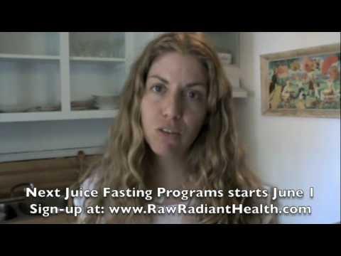 Bikram Hot Yoga, Raw Food Diet & Juice Fasting, Ep228