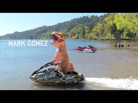 T-Rex temppuilee vesiskootterilla – Hyvin irtoo temppuja!