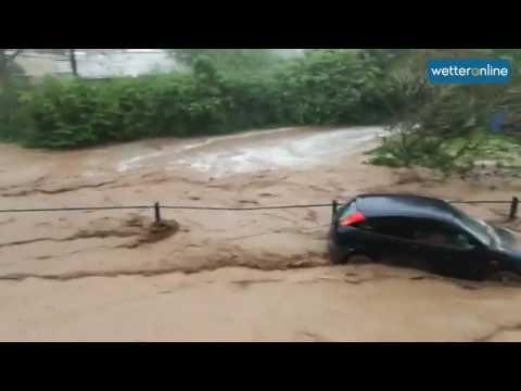 Schlammfluten reißen Autos mit (19.05.2017)