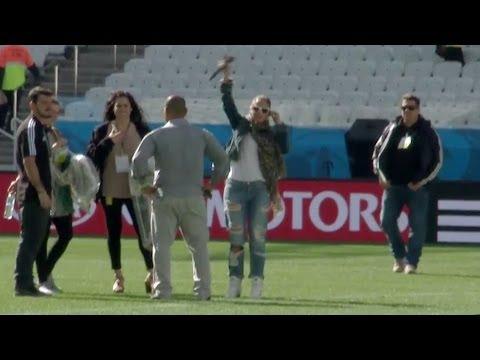 Jennifer Lopez sorprendida en los ensayos del Mundial Brasil 2014