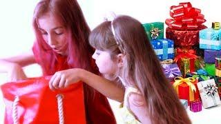 Ми розпаковуємо Подарунки з Дня Народження Ані.Дивись відео для дітей українською мовою! Це український дитячий новий канал, ділися в соцмережах, став лайки і підписуйся!Ще класні відео тут:1. День Народження HelloAnn! -  https://www.youtube.com/watch?v=gXoXoTqceqE2. Найзворушливіший Ролик - ПОРЯТУНОК ЗАГУБЛЕНОГО КОТИКА https://www.youtube.com/watch?v=5OAvW_gocHY3.  ТИПИ УЧНІВ на КАНІКУЛАХ - https://www.youtube.com/edit?o=U&video_id=KRcIQuSbKSQ4. ВИКЛИК ПРИЙНЯТО №4 - https://www.youtube.com/watch?v=6t26VJR-0GQ5. Класний Соціальний Ролик про Сортування СМІТТЯ - https://www.youtube.com/watch?v=9eVIqcGKSU86. ДОРОГО VS ДЕШЕВО - Експеримент Веселка із SKITTLES Vs ДЕШЕВІ ДРАЖЕ цукерки https://www.youtube.com/edit?o=U&video_id=-ZYwwky271g7. Що в КОРОБЦІ ЧЕЛЛЕНДЖ? - https://www.youtube.com/watch?v=ZaG9k6N32oo8. DZIDZIO - Банда-Банда (Пародія на кліп Дзідзьо) - https://www.youtube.com/watch?v=ibxqiQaWMmo9. ЯК прикинутися ХВОРОЮ і ПРОГУЛЯТИ ШКОЛУ? -https://www.youtube.com/watch?v=BGuRpoBQNv410. Мій Веселий РУМ ТУР Моя КІМНАТА 2017 / Потаємні місця Моєї Кімнати / ROOM TOUR https://www.youtube.com/watch?v=Dzo5ivjI3JQ11. Приколи на зйомках  За кадром   Ляпи та смішні моменти Злата каже підписатись на Miss Katy https://www.youtube.com/watch?v=7YhvZ5dKdZ412. НЕСЛУХНЯНІ ДІТИ розбили НОУТБУК HP коли дивилися Мультик Маша та Ведмідь нові серії українською - https://www.youtube.com/watch?v=XNSqwFL9hYg13. 5 Дивовижних ТРЮКІВ з Рідинами https://www.youtube.com/watch?v=rDMAg7ZKn6414. Чи ВИТРИМАЮТЬ мене 2 ЯЙЦЯ? - https://www.youtube.com/watch?v=JPBxdaQK1UU15. ДЗЕРКАЛО МАЙБУТНЬОГО https://www.youtube.com/watch?v=cm60vuLUp2c16. Мій Ранок http://goo.gl/X8v3dBПартнерка у мене AIR, підключитись тисни сюди  - http://join.air.io/HelloAnnМій канал для підписки HelloAnn - http://www.youtube.com/c/HelloAnn1806?sub_confirmation=1 Канал сестрички Златки ZLATKA для підписки - https://www.youtube.com/c/ZLATKA?sub_confirmation=1Моя група ВКонтакті HelloAnn & ZLATA Чоткі діти - Чоткі дівчатка https://vk.
