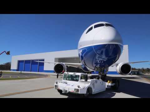 טקס הגלילה של הדרימליינר 787-10