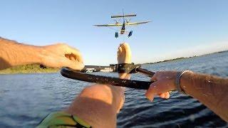 Ben Groen fait du barefoot tiré par un avion