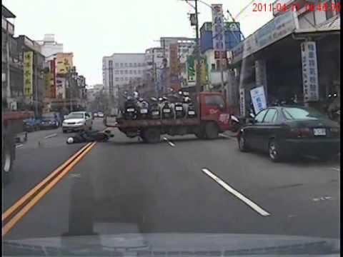 只有9秒鐘的真實影片-您選擇停下來等一會,還是超車?!