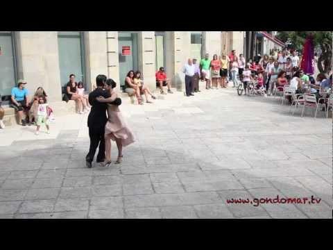 Tango en la plaza del ayuntamiento.