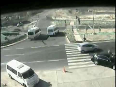 Mobese kameralarına takılan ilginç kazalar