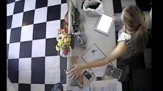 Te nan - Màn ăn trộm iPhone trong cửa hàng thời trang