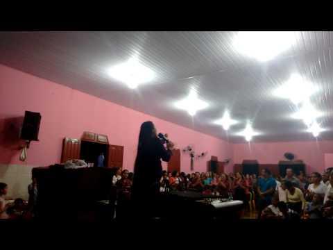 Normelinda louvando e pregando em Medicilândia PA