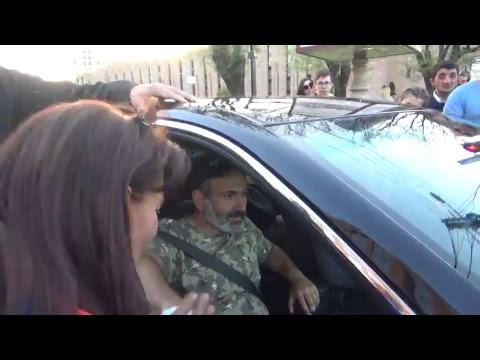 ՈՒՂԻՂ. Նիկոլ Փաշինյանի գլխավորած երթը դեպի Ծիծեռնակաբերդի հուշահամալիր - DomaVideo.Ru