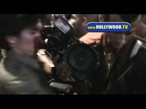 Kate Moss Surrounded Trying to Leave LAX