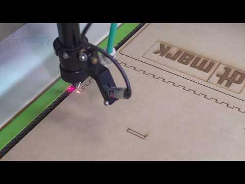 DTMAQ Laser cortando un exhibidor en mdf