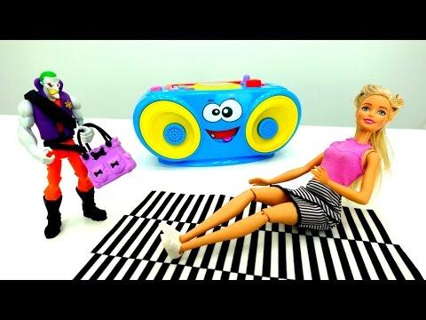 Барби поймала грабителя 👜 Игры Барби и спорт⚽ Видео для девочек - DomaVideo.Ru