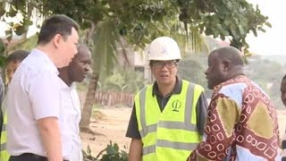 Chinese people living in Sierra Leone have also offered their assistance to the local community, helping them to rebuild after the disaster. Huang Lei and his ...
