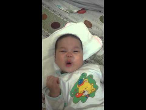 Baby so cute | Em bé làm điệu cực cute - không thể nhịn cười - Thời lượng: 66 giây.