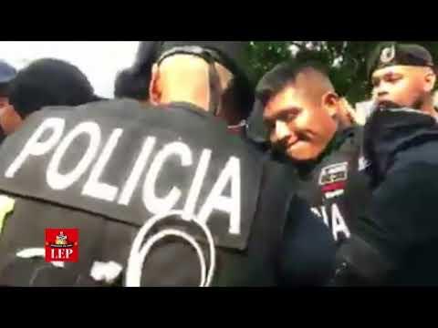 Universitarios protestan contra visita de Mike Pence, dos estudiantes detenidos
