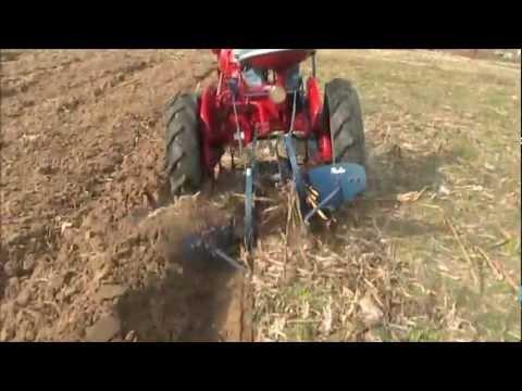 Farmall CUB #189 2-Way Plow working (BJPD)