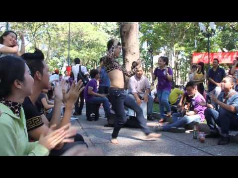 Video chàng trai múa bụng cực dẻo