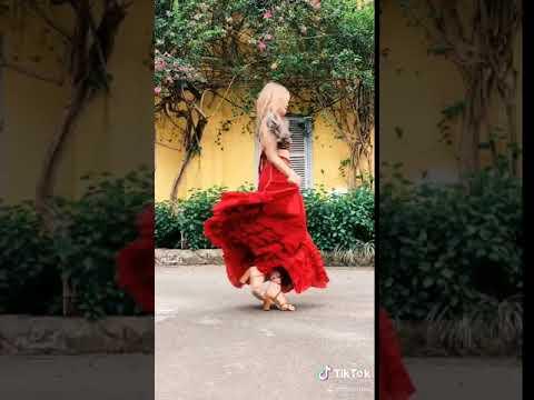 Chân váy xô tầng đỏ Bohemian