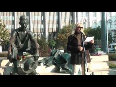 Élőlánc József Attila Kossuth téri szobra körül