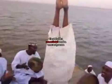 المخنثين - صوفية السودان (المخنثين) - رقص وزغاريد بحضور شيخهم البرعي.