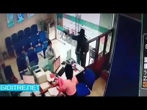 Video: Camera ghi cảnh vụ cướp ở ngân hàng trong hơn 2 phút