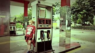 Lady Gan - Menderita (Official Music Video)