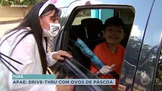Apae de Tupã entrega ovos para alunos em sistema drive-thru