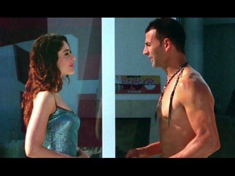 Akshay Kumar gets Kareena Kapoor's hotel room keys - Kambakkht Ishq Movie Review & Ratings  out Of 5.0