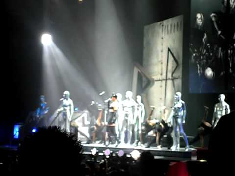 Rihanna live boob slip ''Wait Your Turn'' @ The O2 Arena ...