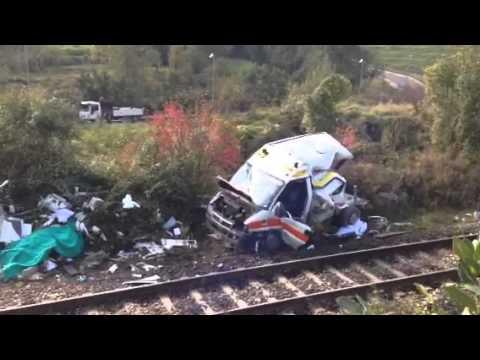 Pontida, l'ambulanza distrutta dal treno