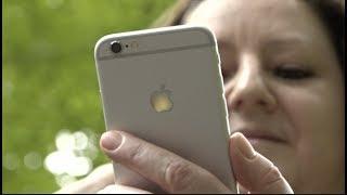Zürich/Lausanne – 29.6.17 - Vor genau 10 Jahren, am 29. Juni 2007, war der Verkaufsstart des ersten iPhones in den USA. Von der Konkurrenz zunächst belächelt, revolutionierte das iPhone nicht nur die Mobiltelefon-Nutzung, sondern auch die Gesellschaft. Der Computer-Experte Robert Weiss und die Anthropologin Daniela Cerqui erklären, wie das iPhone unseren Alltag in zehn Jahren verändert hat. (Beitrag: Detlev Munz, SDA/Keystone)Sie wollen dieses Video in Ihren Produkten verwenden? Melden sie sich bei uns:video[at]keystone.chhttp://www.keystone.ch---------------------Interested in using this video in your products? Contact us:video[at]keystone.chhttp://www.keystone.ch