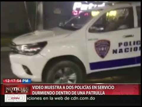 Video muestra a dos policías en servicio durmiendo dentro de una patrulla