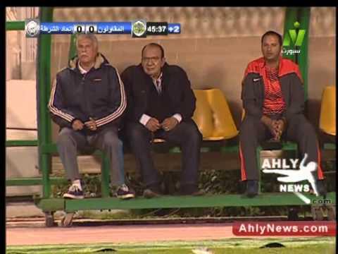 حسن شحاتة يخرج عن شعوره بسبب كرة ضائعة