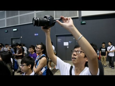 canon - In this video we take a little trip to the Ani Com fair, which showcases a load of people dressing up in maids and schoolgirl uniforms, to compare two of Can...