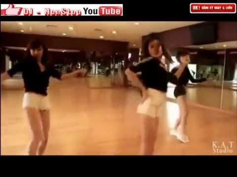 Bỏng mắt với vũ đạo trên sàn tập của hot girl